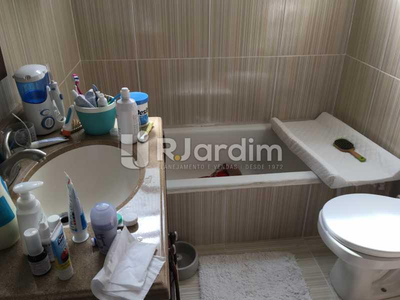 banheiro suite - Cobertura À Venda - Leblon - Rio de Janeiro - RJ - LACO30038 - 23