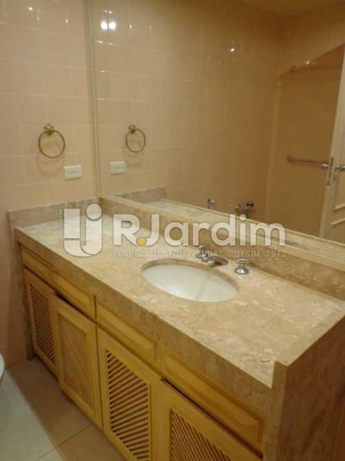 Banheiro Social 2. - Apartamento À VENDA, Copacabana, Rio de Janeiro, RJ - LAAP30345 - 11
