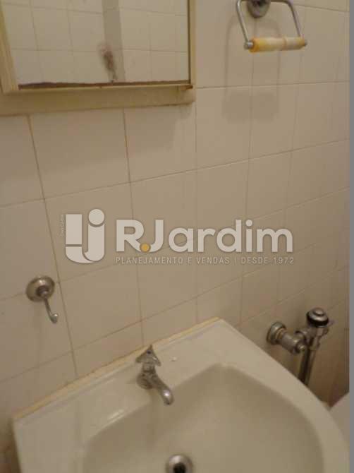 Banheiro Dependência - Apartamento À VENDA, Copacabana, Rio de Janeiro, RJ - LAAP30345 - 18