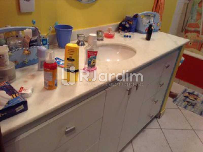 Banheiro Suíte  - Casa Cosme Velho, Zona Sul,Rio de Janeiro, RJ À Venda, 9 Quartos, 633m² - LACA90003 - 19