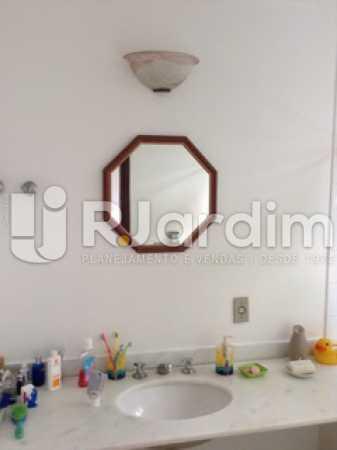 Banheiro Suíte  - Casa Cosme Velho, Zona Sul,Rio de Janeiro, RJ À Venda, 9 Quartos, 633m² - LACA90003 - 23