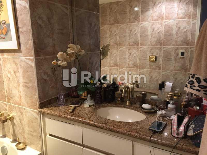Banheiro social 1 - Apartamento à venda Rua Tonelero,Copacabana, Zona Sul,Rio de Janeiro - R$ 1.970.000 - LAAP30389 - 13