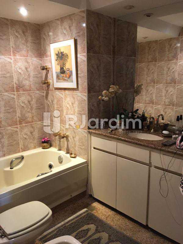 Banheiro social 1 - Apartamento à venda Rua Tonelero,Copacabana, Zona Sul,Rio de Janeiro - R$ 1.970.000 - LAAP30389 - 15
