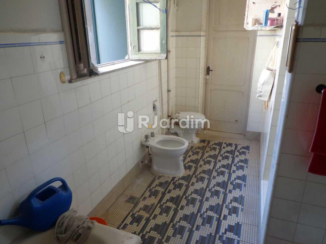 banheiro social e suite - Casa Rua Visconde de Carandaí,Jardim Botânico, Zona Sul,Rio de Janeiro, RJ À Venda, 4 Quartos, 250m² - LACA40018 - 17