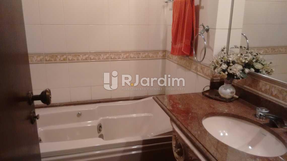 Banheiro 3 suite - Apartamento À VENDA, Lagoa, Rio de Janeiro, RJ - LAAP40356 - 23