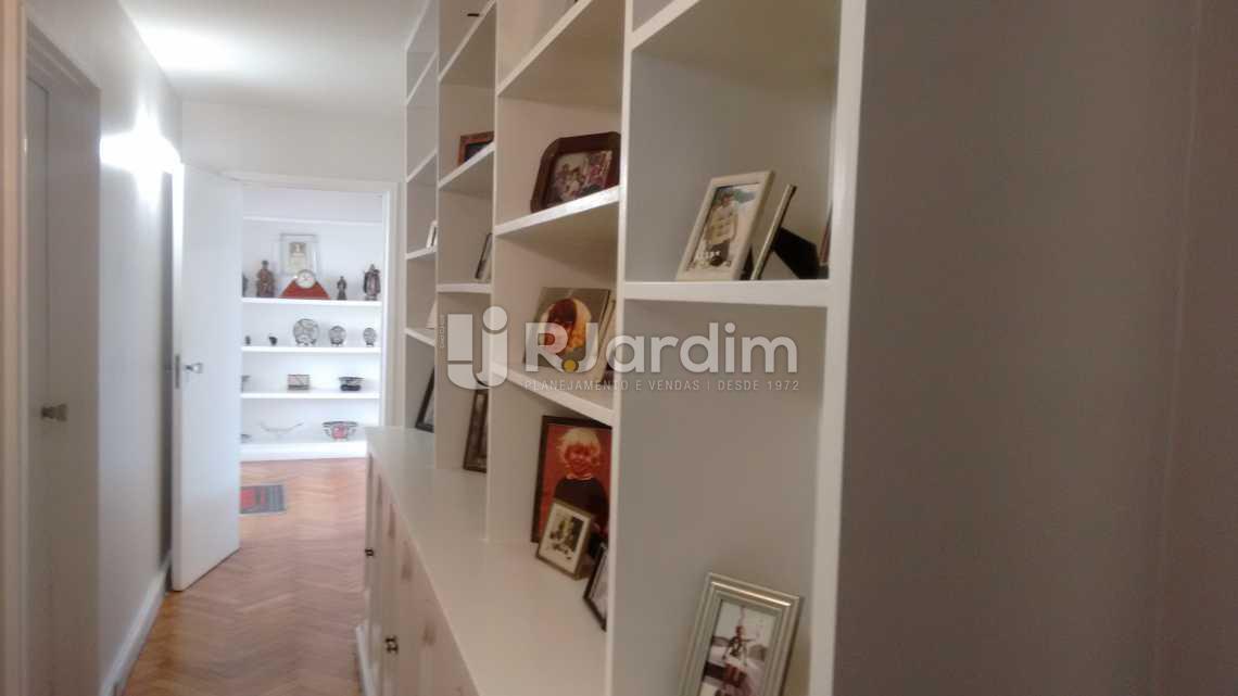 corredor / acesso aos quartos  - Apartamento Padrão / 4 Quartos / Lagoa / Zona sul / Rio de Janeiro RJ - LAAP40370 - 11
