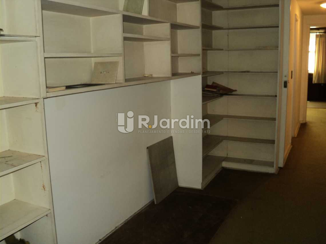 circulação com estantes - Apartamento À VENDA, Copacabana, Rio de Janeiro, RJ - LAAP40403 - 7
