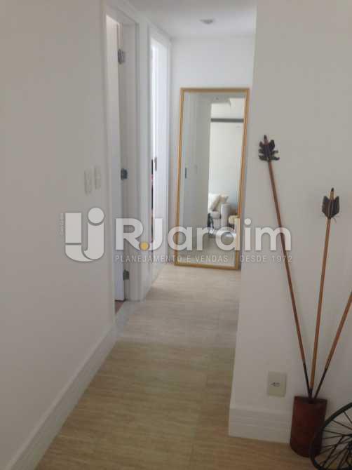 Corredor - Compra Venda Avaliação Apartamento 2 Quartos Humaitá - LAAP20696 - 18