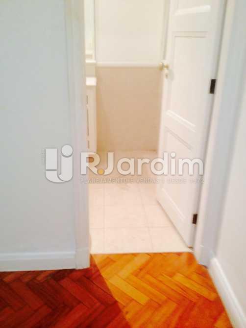 entrada banheiro da suíte - Apartamento / 3 Quartos / Copacabana / Praia Leme - LAAP31049 - 20