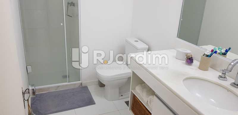 banheiro social - Belíssimo apartamento, Lagoa, voltado para o verde. - LAAP10179 - 10