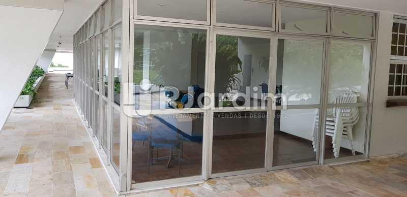 salão de festas - Belíssimo apartamento, Lagoa, voltado para o verde. - LAAP10179 - 17
