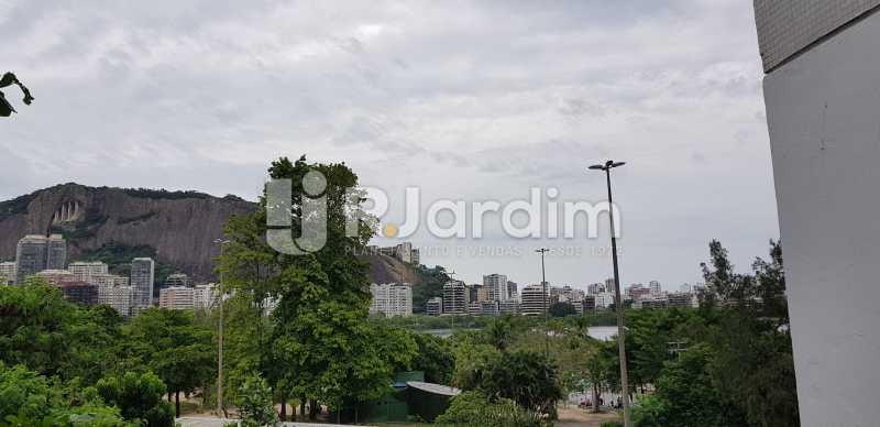 vista do playground - Belíssimo apartamento, Lagoa, voltado para o verde. - LAAP10179 - 18