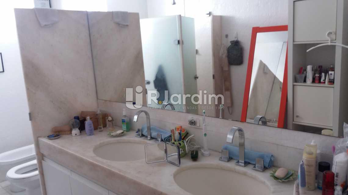 Banheiro suíte master - Cobertura À VENDA, Copacabana, Rio de Janeiro, RJ - LACO40095 - 25