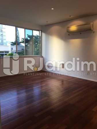 Sala com piso em madeira - Apartamento À VENDA, Leblon, Rio de Janeiro, RJ - LAAP31179 - 3