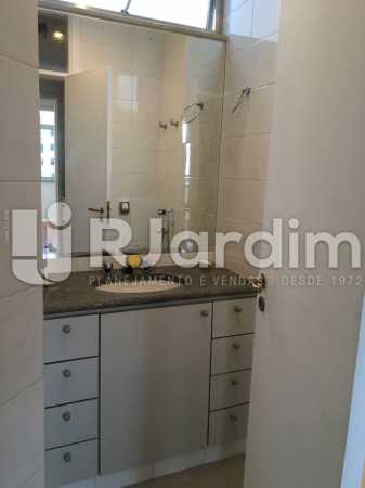 Banheiro serviço - Apartamento À VENDA, Leblon, Rio de Janeiro, RJ - LAAP31179 - 27