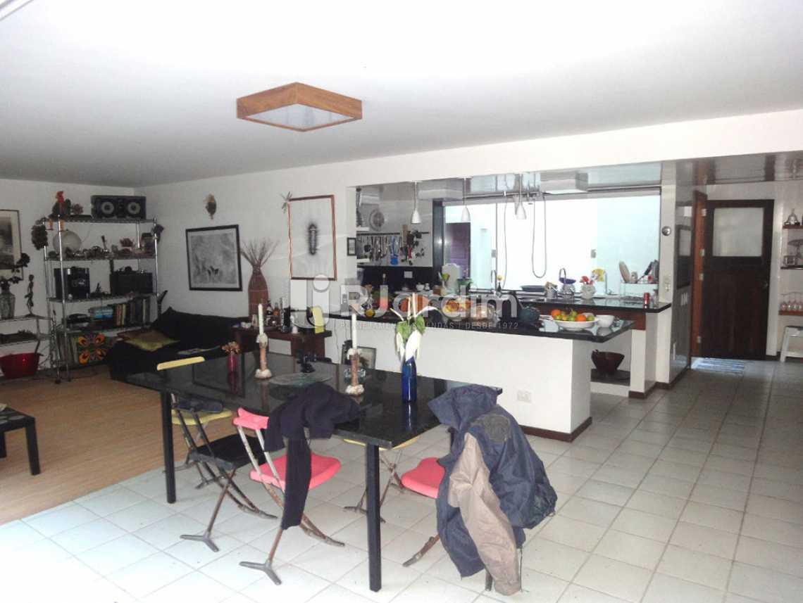 salão - Casa em Condomínio Triplex Residencial São Conrado 4 Quartos - LACN40009 - 12