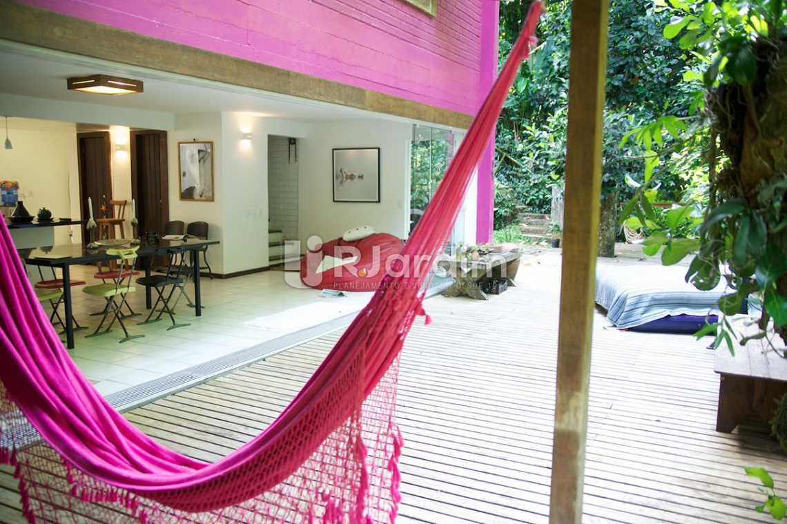 salão/deck - Casa em Condomínio Triplex Residencial São Conrado 4 Quartos - LACN40009 - 6