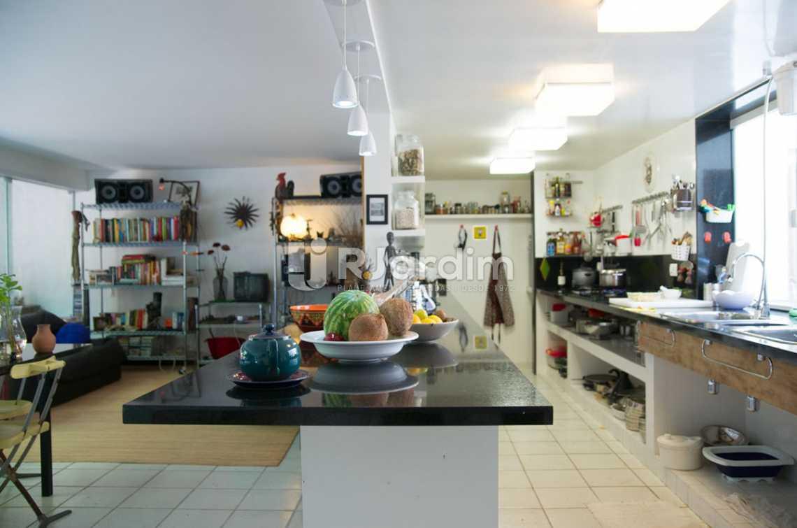 salão/cozinha  - Casa em Condomínio Triplex Residencial São Conrado 4 Quartos - LACN40009 - 14