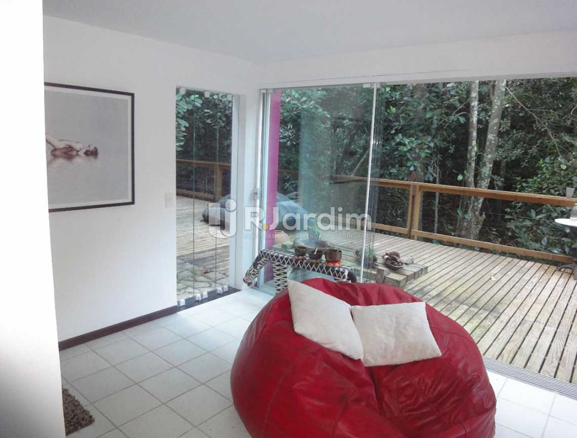 salão /deck - Casa em Condomínio Triplex Residencial São Conrado 4 Quartos - LACN40009 - 10
