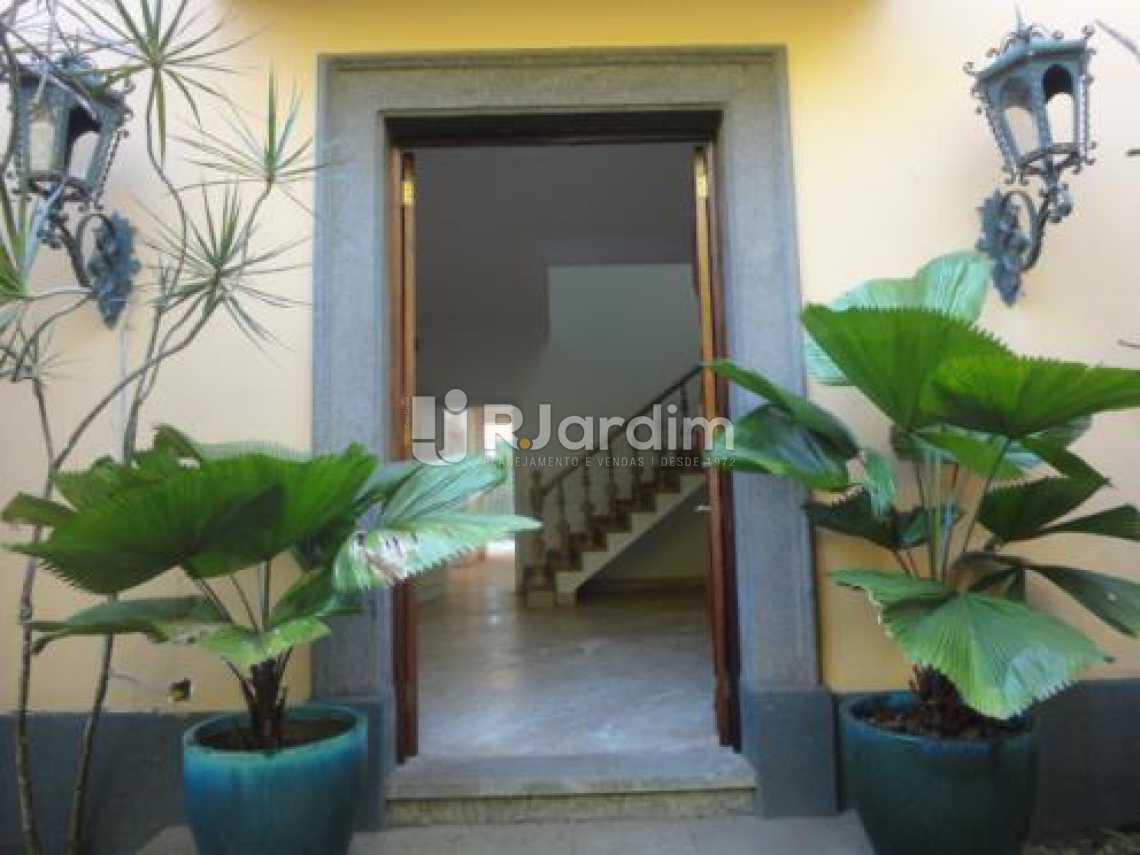 entrada lateral  - Casa 5 quartos à venda Gávea, Zona Sul,Rio de Janeiro - R$ 5.500.000 - LACA50016 - 8