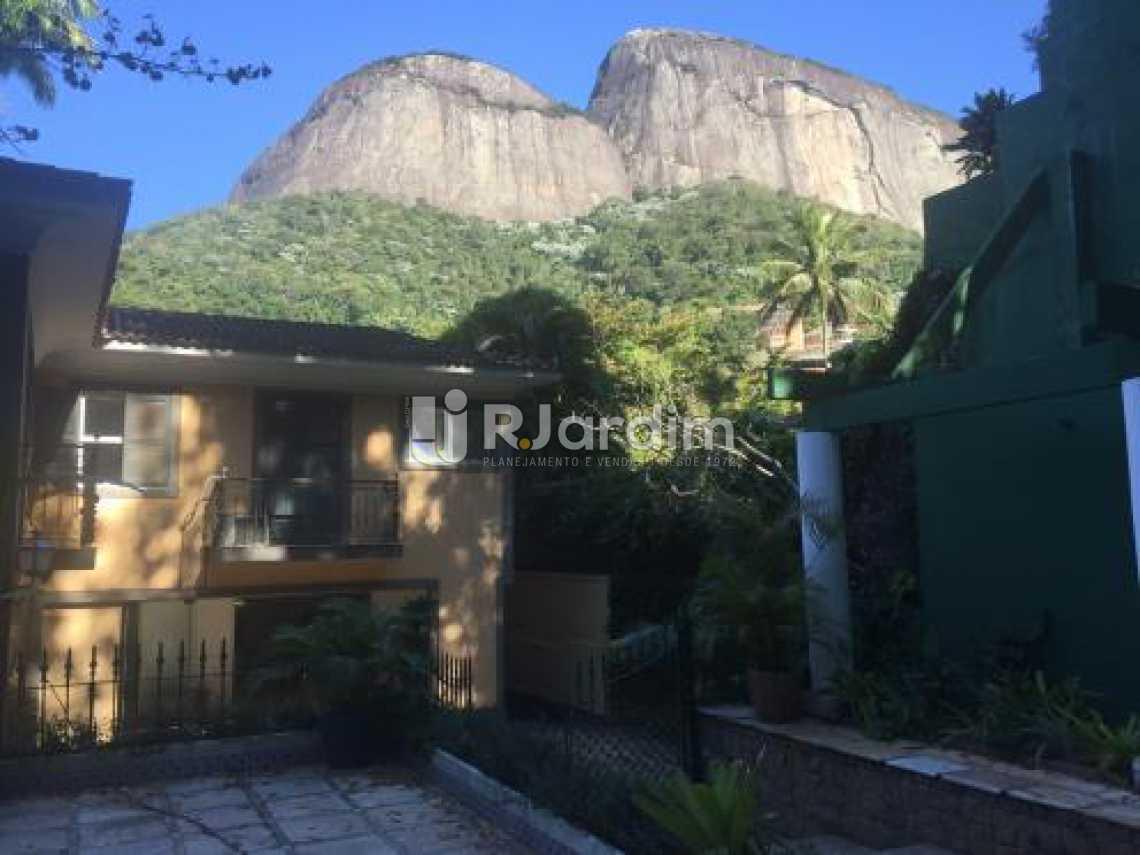 Vista da entrada  - Casa 5 quartos à venda Gávea, Zona Sul,Rio de Janeiro - R$ 5.500.000 - LACA50016 - 1