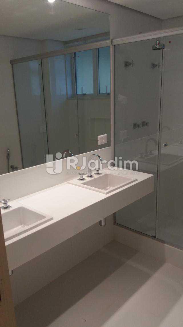 Banheiro suíte - Apartamento À VENDA, Copacabana, Rio de Janeiro, RJ - LAAP31231 - 20