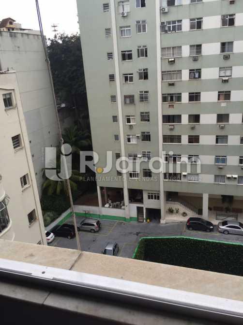 vista externa 2° Qto fundos - Apartamento Residencial Copacabana - LAAP31241 - 23