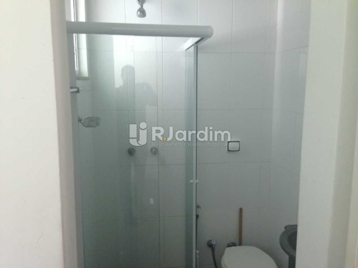 Banheiro de Serviço - Apartamento Padrão Residencial Humaitá - LAAP31250 - 21