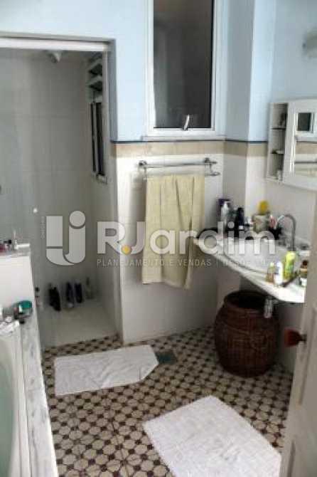 Banheiro suite - Cobertura na Quadra da Praia, Leblon, Rio de Janeiro - LACO30178 - 7