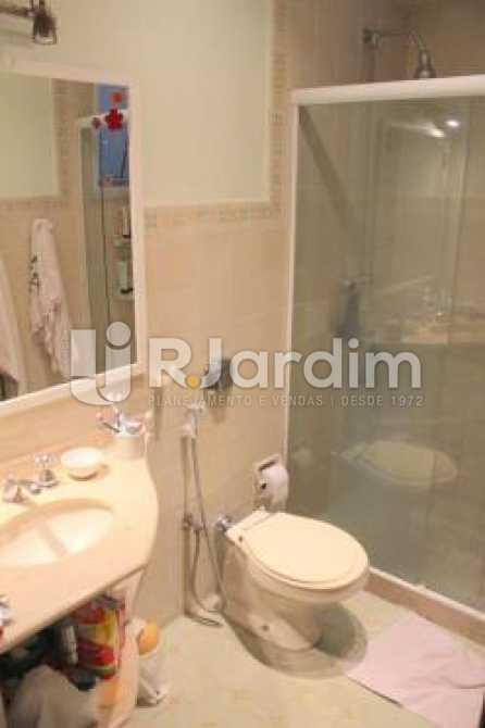Banheiro - Cobertura na Quadra da Praia, Leblon, Rio de Janeiro - LACO30178 - 10