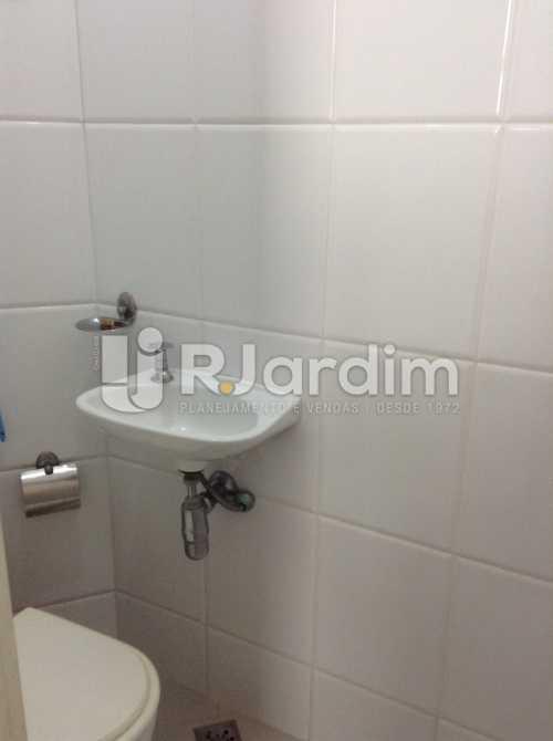 BANHEIRO DE SERVIÇO - Apartamento Padrão Residencial Copacabana - LAAP40565 - 24