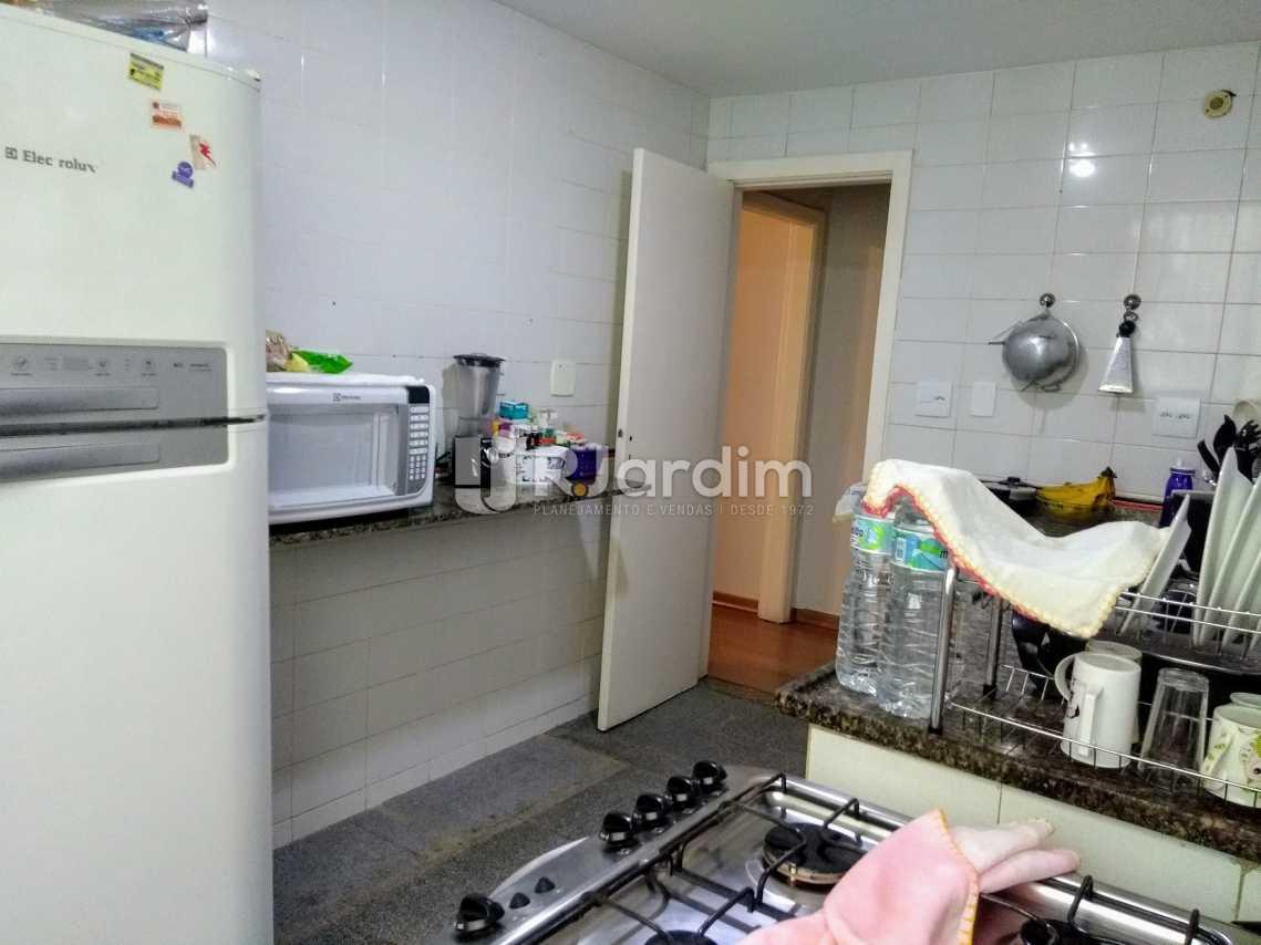 Cozinha ampla - Apartamento Padrão Residencial Copacabana - LAAP31389 - 18