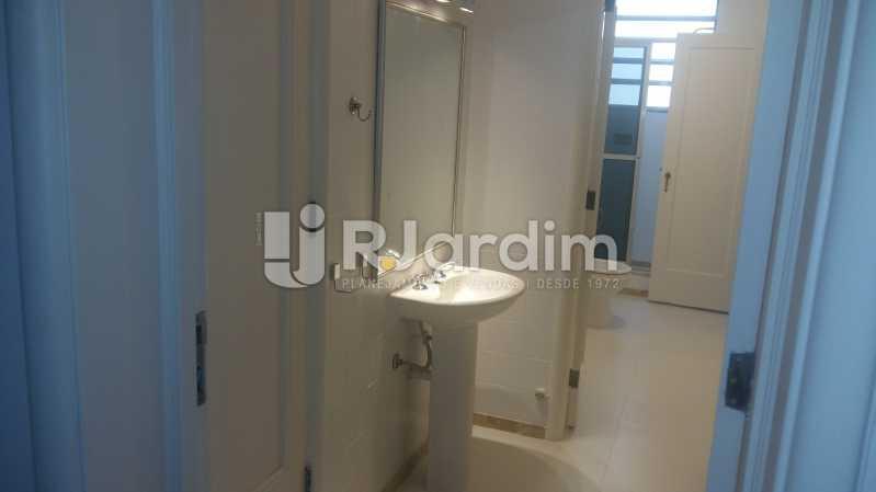 banheiro social 3 - Apartamento PARA ALUGAR, Copacabana, Rio de Janeiro, RJ - LAAP32237 - 20