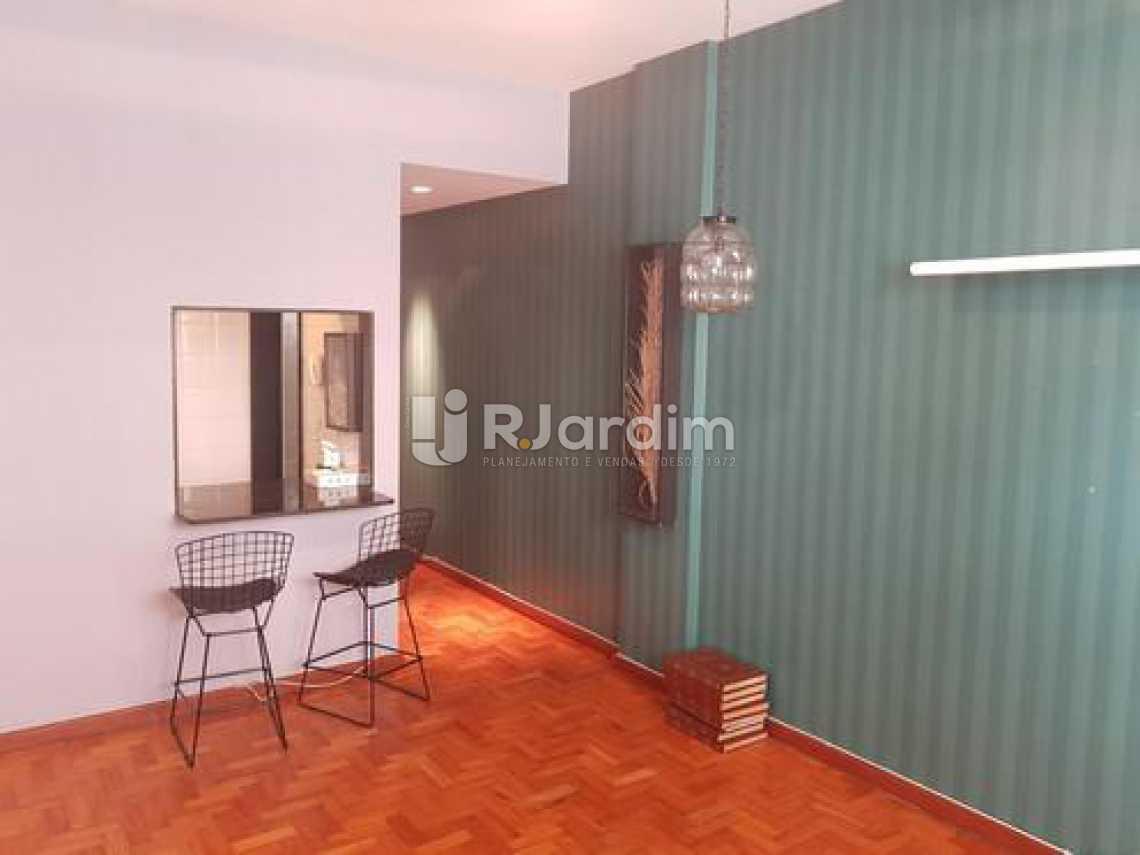 Sala/entrada social  - Três quartos uma suíte com vaga na escritura em Ipanema, em ótima oportunidade. - LAAP31395 - 3