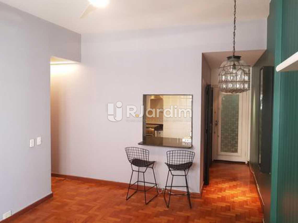 sala / entrada social  - Três quartos uma suíte com vaga na escritura em Ipanema, em ótima oportunidade. - LAAP31395 - 4