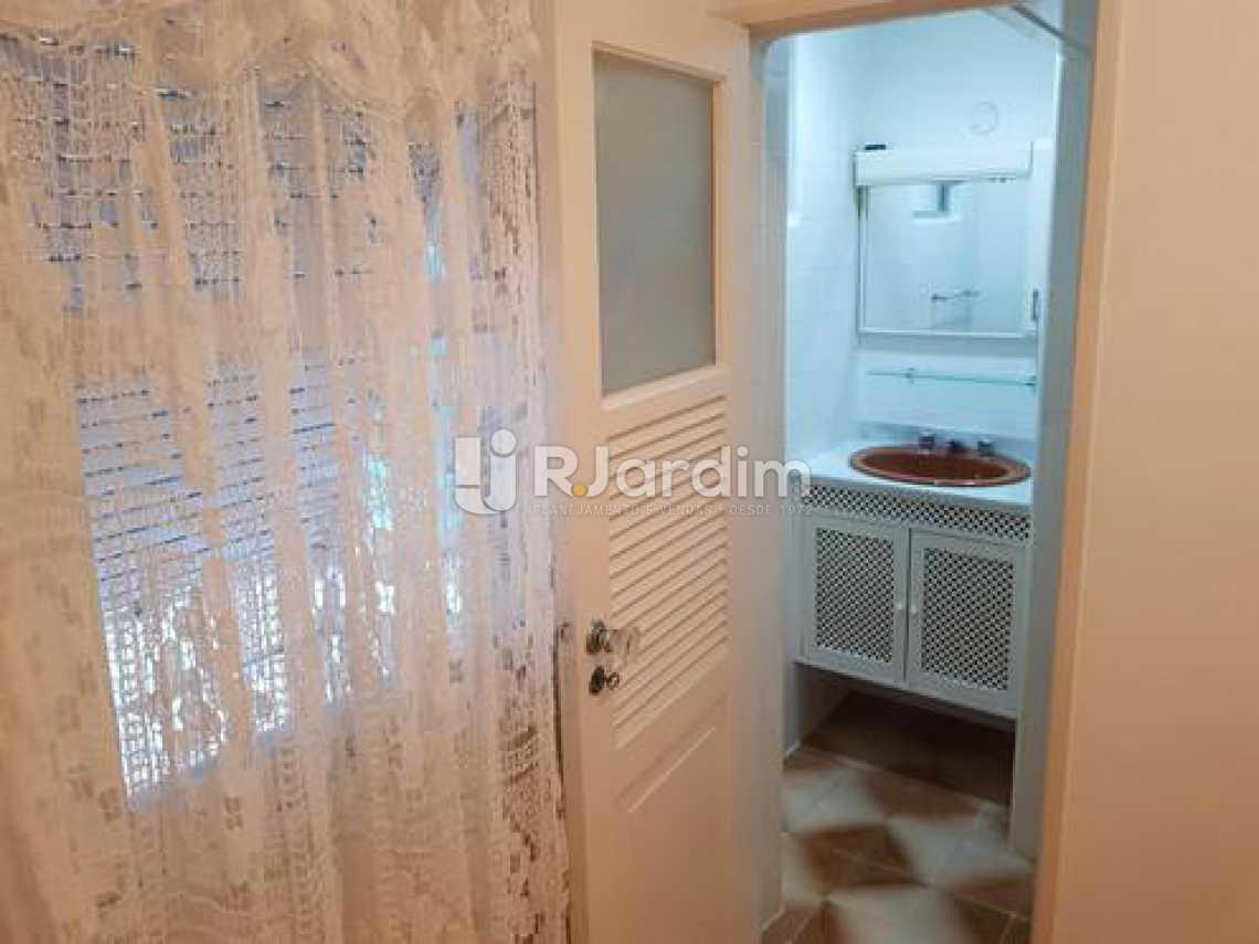 banheiro  - Três quartos uma suíte com vaga na escritura em Ipanema, em ótima oportunidade. - LAAP31395 - 11