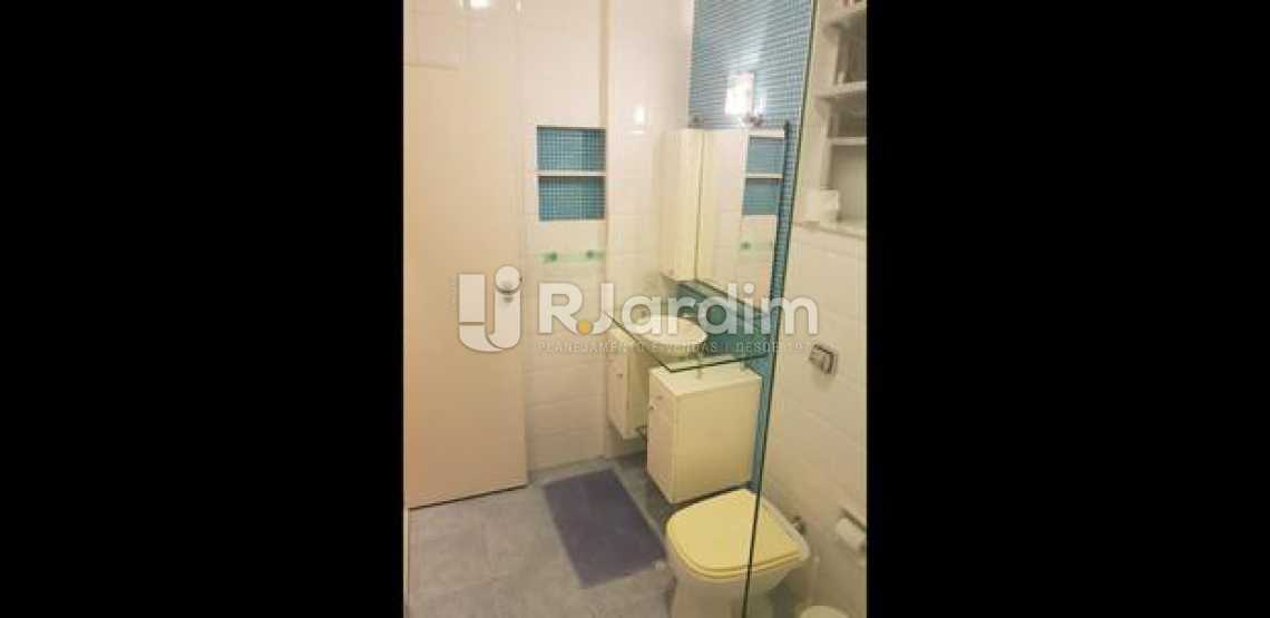 banheiro  - Três quartos uma suíte com vaga na escritura em Ipanema, em ótima oportunidade. - LAAP31395 - 12