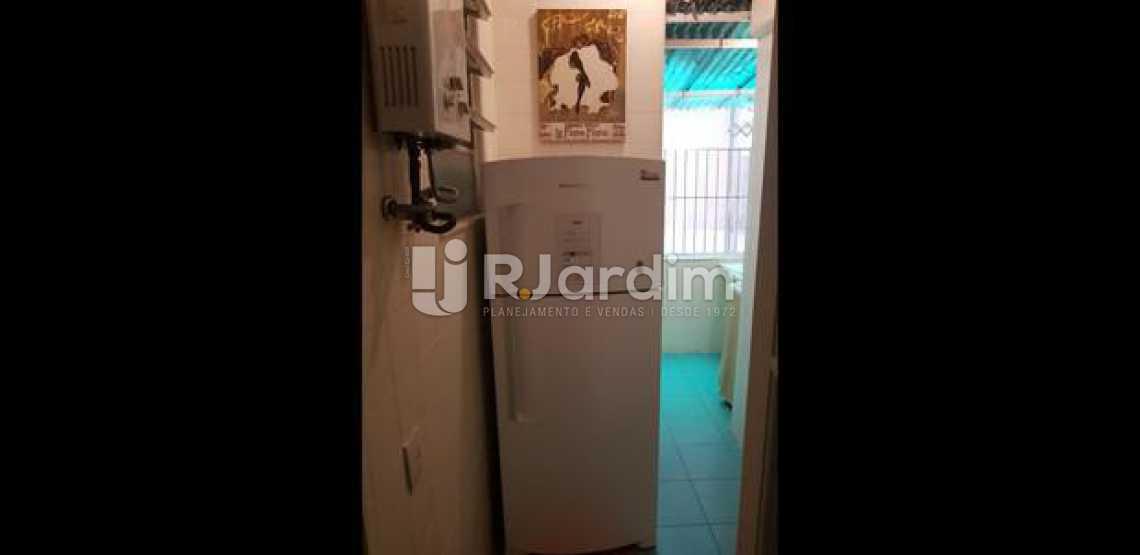 área de serviço - Três quartos uma suíte com vaga na escritura em Ipanema, em ótima oportunidade. - LAAP31395 - 14