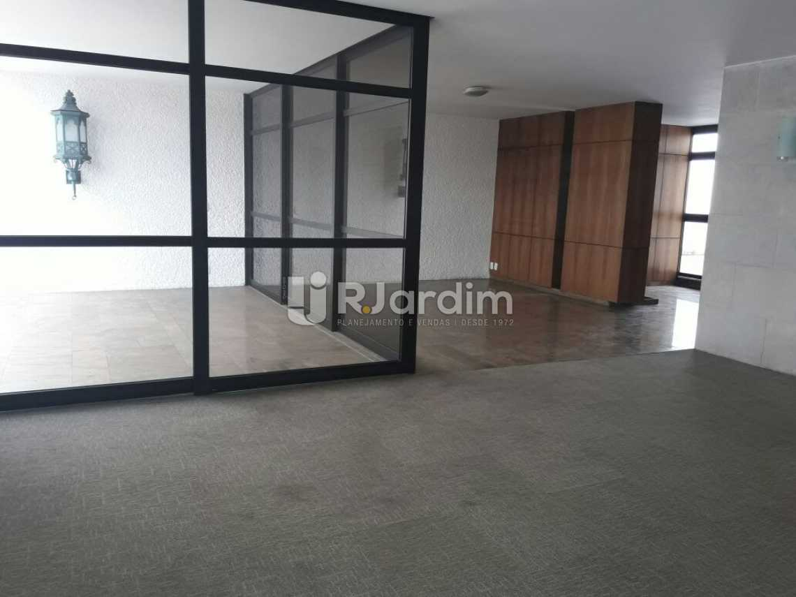 Salão com acesso a varanda - Cobertura Botafogo 4 Quartos Aluguel Administração Imóveis - LACO40127 - 6