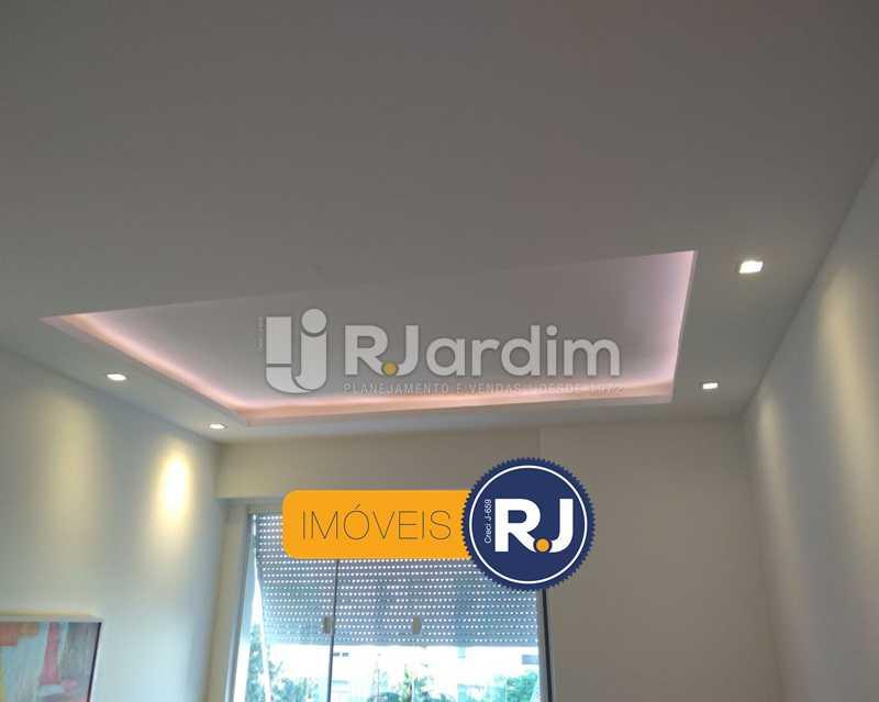 detalhe da iluminação - Apartamento Humaitá 2 Quartos - LAAP21146 - 5