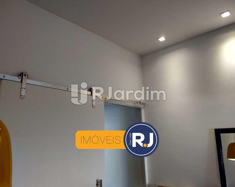 detalhe da iluminação - Apartamento Humaitá 2 Quartos - LAAP21146 - 6