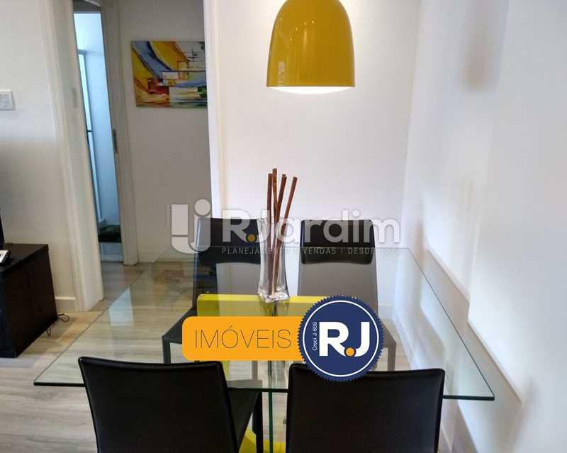sala / acesso  aos quartos - Apartamento Humaitá 2 Quartos - LAAP21146 - 4