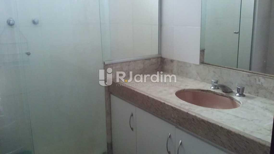 banheiro social  - Aluguel Imóveis Flat Ipanema 2 Quartos - LAFL20064 - 9