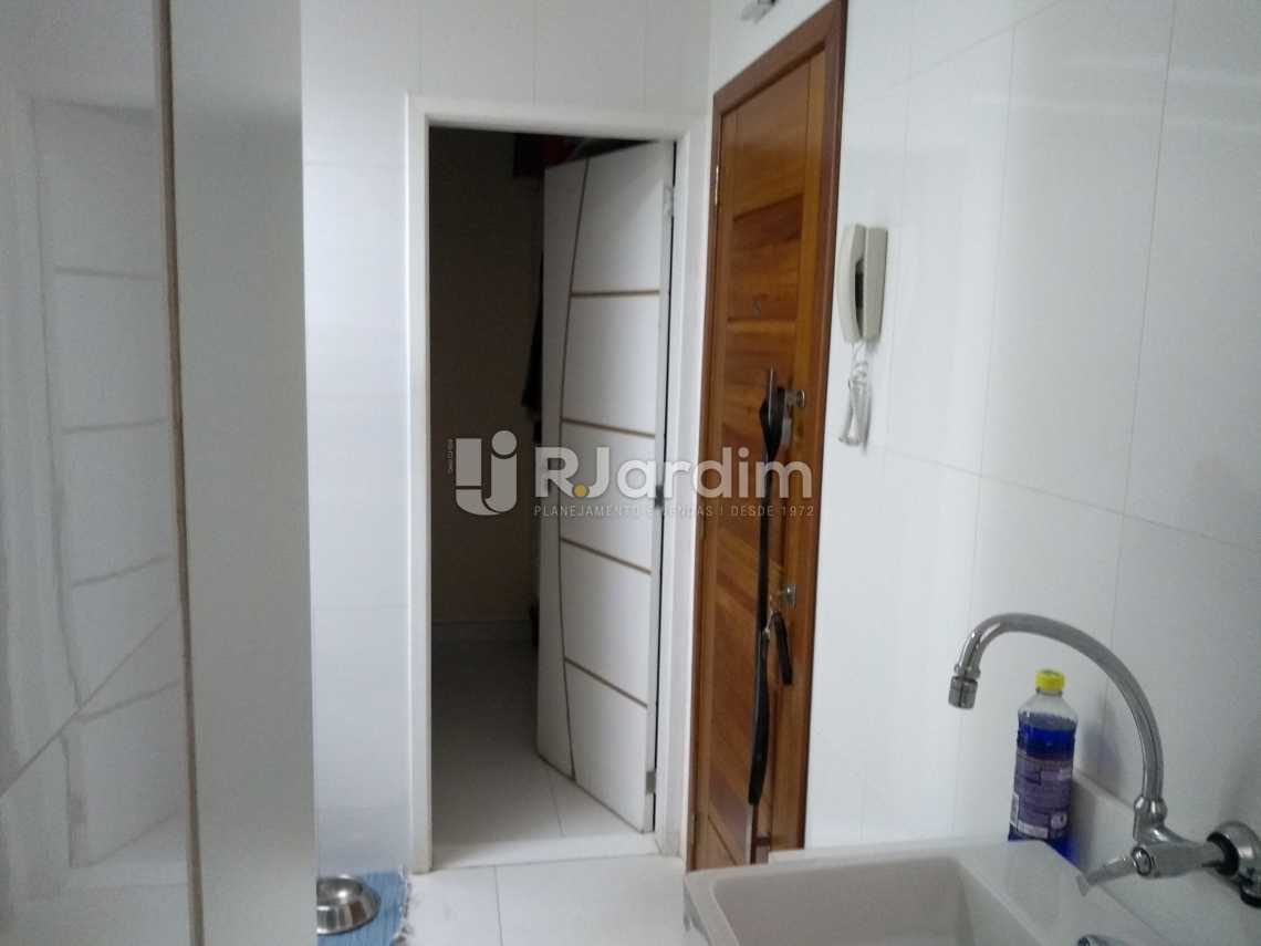 Entrada banheiro vista de den  - Compra Venda Avaliação Imóveis Apartamento Copacabana 3 Quartos - LAAP31678 - 20
