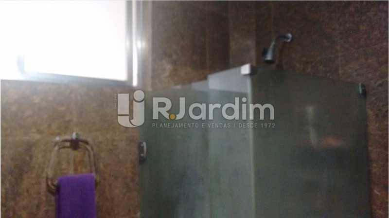 Banheiro com ventilação - Apartamento À VENDA, Alto Leblon, Leblon, Rio de Janeiro, RJ - LAAP40664 - 19