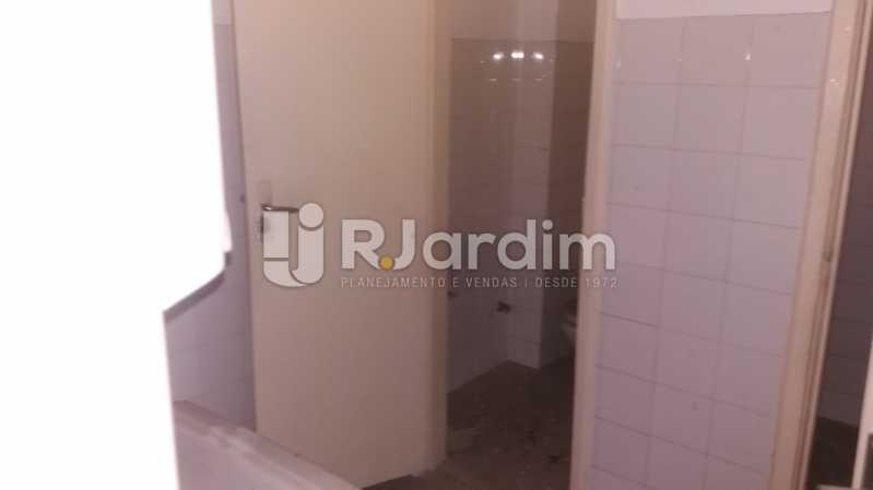 Banheiros - Prédio PARA ALUGAR, Humaitá, Rio de Janeiro, RJ - LAPR00034 - 24