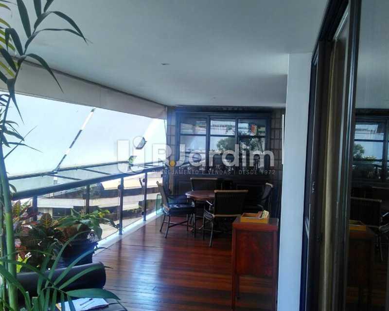 Varanda 1º piso - Sofisticadíssima Cobertura 500 m² no mais completo e cobiçado condomínio da Lagoa - LACO50030 - 4