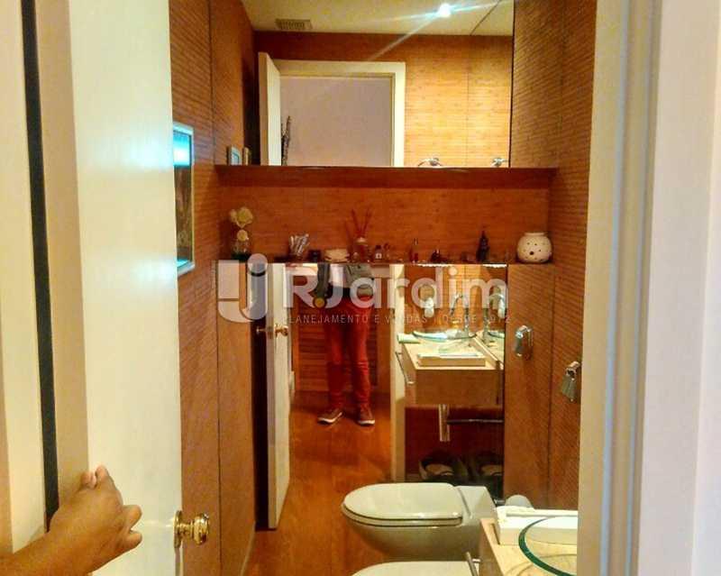 Lavabo 1º piso - Sofisticadíssima Cobertura 500 m² no mais completo e cobiçado condomínio da Lagoa - LACO50030 - 6
