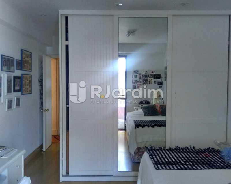 Quarto Suíte 1º piso - Sofisticadíssima Cobertura 500 m² no mais completo e cobiçado condomínio da Lagoa - LACO50030 - 9