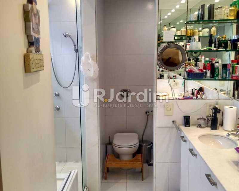 Banheiro suíte Master 1º piso - Sofisticadíssima Cobertura 500 m² no mais completo e cobiçado condomínio da Lagoa - LACO50030 - 13